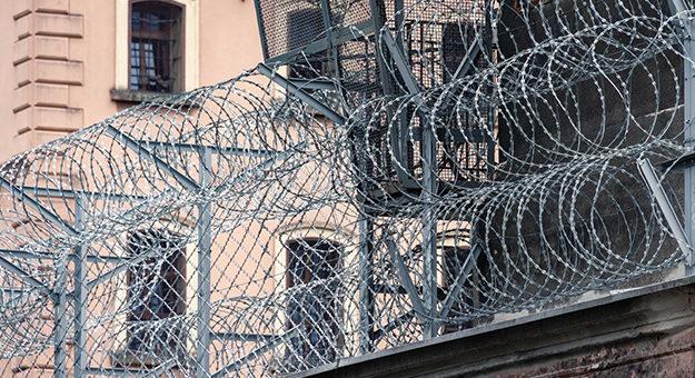 EUA recorrem à inteligência artificial para monitorar telefonemas de presos 625x417