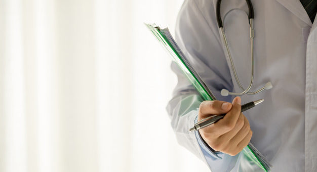 Ex-empregado não pode permanecer em plano de saúde coletivo cancelado pelo empregador 626x417